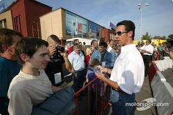 Manuel Reuter signs autographs