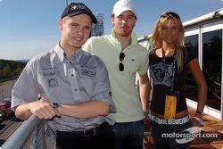 Jarek Janis mit Hockeyspieler Martin Havlat und 2. Miss Tschechien Klara Medkova