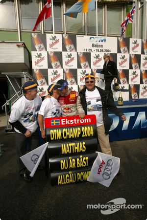 Race winner and DTM 2004 champion Mattias Ekström celebrates with friend Jimmy, mom Agneta and dad Bengt