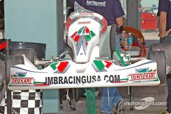 Un kart dans le garage du JMB Racing USA