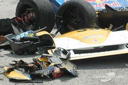 Des débris après les accidents des n°58 et n°39