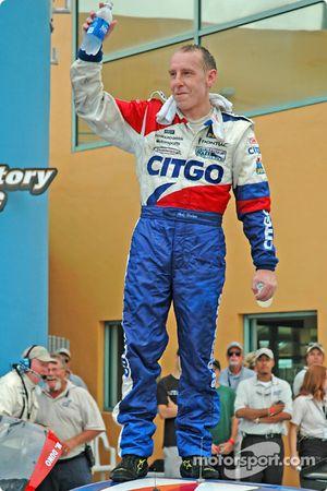 Le vainqueur Andy Wallace fête sa victoire