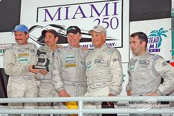 Podium GT : les vainqueurs de classe Kevin Buckler et Tom Nastasi, avec Ian James, RJ Valentine et C
