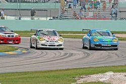 La Porsche GT3 Cup n°38 TPC Racing : Marc Bunting, Andy Lally, et la Porsche GT3 Cup n°41 Orison-Pla