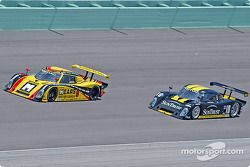 La Pontiac Riley n°9 Mears Motor Coach Speedsource : Paul Mears Jr., Mike Borkowski, la Pontiac Riley n°10 SunTrust Racing : Wayne Taylor, Max Angelelli