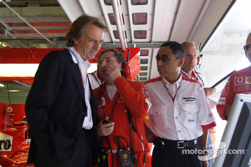 Luca di Montezemolo y Jean Todt ven a Michael Schumacher en la calificación