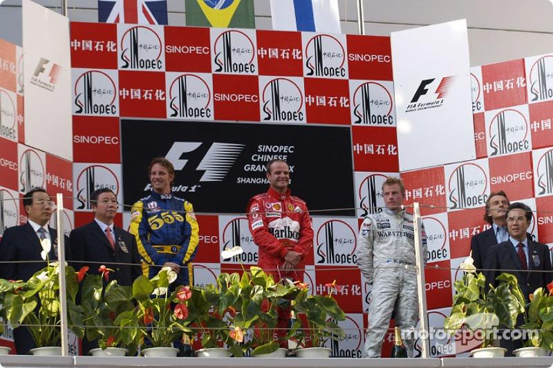 Button ficou em segundo e Raikkonen em terceiro com a McLaren