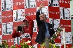 Podio: ganador de la carrera Rubens Barrichello con Luca di Montezemelo