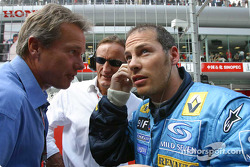 Craig Pollock y Jacques Villeneuve en la parrilla de salida