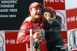 Podio: champagne para Rubens Barrichello y Luca di Montezemelo