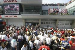 Podio: ganador de la carrera Rubens Barrichello, segundo lugar Jenson Button y tercer lugar Kimi Ra