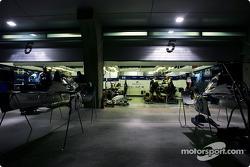Williams-BMW garajı area