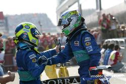 Felipe Massa y Giancarlo Fisichella celebran acabando el punto
