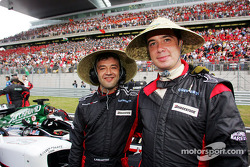 Miembros del equipo Minardi en la parrilla de salida