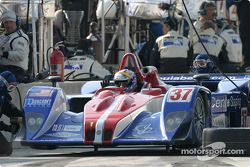 Arrêt aux stands pour la Lola B162 Judd n°37 Intersport Racing : Jon Field, Duncan Dayton, Mike Dura