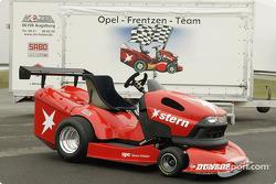 La redoutable machine de Heinz-Harald Frentzen pour la compétition de tondeuses