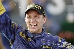 Podium : le vainqueur Petter Solberg fête sa victoire