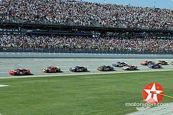 Dale Earnhardt Jr. devant Elliott Sadler