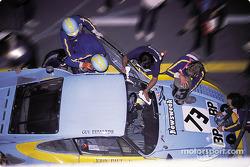 Arrêt aux stands pour la Porsche 935 K3 n°73 JLP Racing : John Paul, Guy Edwards, John Paul Jr.