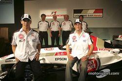 Honda Racing basın toplantısı: Jenson Button, Takuma Sato, Ken Hashimoto, Geoff Willis, David Richards ve Takeo Kiuchi