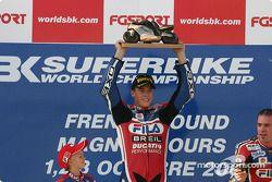 Le Champion du Monde de Superbike James Toseland