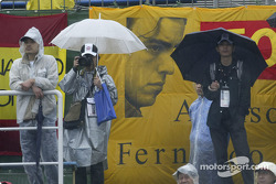 Suzuka fans in the heavy rain