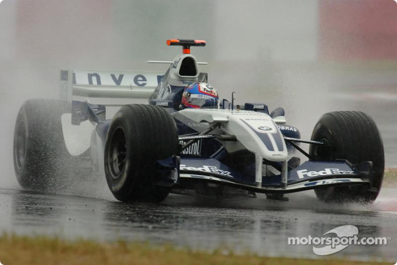 Em 2004, a chegada do tufão Ma-on ao país causou o cancelamento das atividades de sábado, fazendo com que o treino fosse transferido para o domingo. Naquela ocasião Michael Schumacher chegava ao país como heptacampeão e Rubens Barrichello como vice.