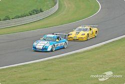 La Porsche GT3 Cup n°65 The Racers Group : Dave Master, Steve Pattee, et la Corvette n°06 ICY/ SL Motorsports : Steve Lisa, David Rosenblum, Chuck Hemmingson
