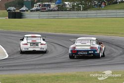 La Porsche GT3 RS n°57 Stevenson Motorsports / Auto Assets : Chip Vance, John Stevenson, et la Porsche GT3 Cup n°04 Grease Monkey Racing : Gene Sigal