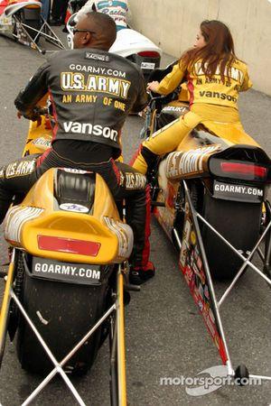 Antron Brown et Angelle Savoie ont terminé aux deux premières places en Pro Stock Bike