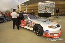 Richard Childress et son pilote, Kevin Harvick, dévoilent leur livrée du Daytona 500 2005