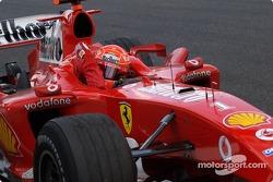 Победитель гонки Михаэль Шумахер
