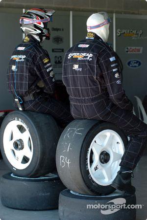 Tyre men take a break