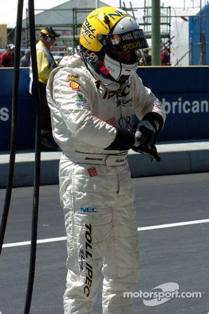 Anthony Tratt se prépare à prendre le volant de la voiture du Toll Racing