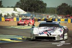 #25 Porsche AG, Porsche 911 GT1: Hans-Joachim Stuck, Thierry Boutsen, Bob Wollek