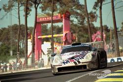 #25 Porsche AG Porsche 911 GT1: Hans Stuck, Thierry Boutsen, Bob Wollek