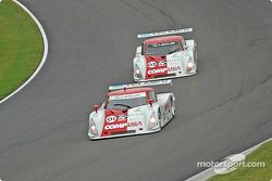La Lexus Riley n°01 CGR Grand Am : Scott Pruett, Max Papis, et la Lexus Riley n°02 CGR Grand Am : Jimmy Morales, Luis Diaz