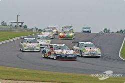 La Porsche GT3 RS n°57 Stevenson Motorsports / Auto Assets : Chip Vance, John Stevenson, et la Porsche GT3 Cup n°36 TPC Racing : Michael Levitas, Randy Pobst