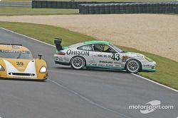 La Porsche GT3 Cup n°43 Orison-Planet Earth Motorsports : Sam Shanaman, Brett Shanaman sort de la pi