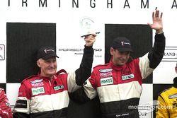 Podium : les vainqueurs Butch Leitzinger et Elliott Forbes-Robinson fêtent leur victoire