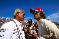 Akihiko Saito y Jarno Trulli en la parrilla de salida