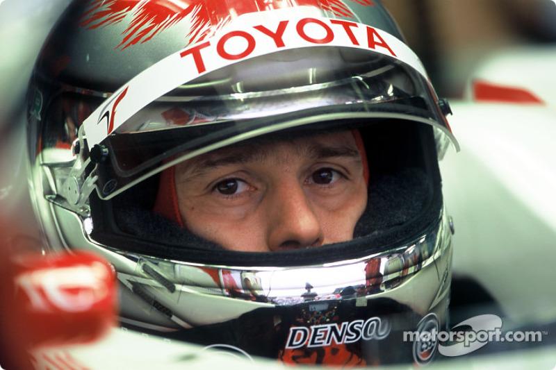 Итальянский пилот заканчивал чемпионат уже в составе Toyota, а на его желто-голубой машине несколько финальных гонок совершенно беззубо провел Жак Вильнев
