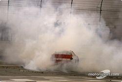 Mike Bliss fait fumer les pneus