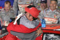 Le vainqueur Mike Bliss fête sa victoire