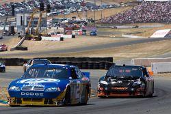 Kurt Busch, Penske Racing Dodge et Denny Hamlin, Joe Gibbs Racing Toyota
