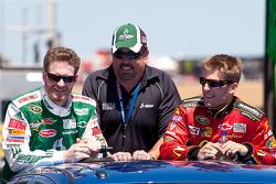 Dale Earnhardt Jr., Hendrick Motorsports Chevrolet and Jamie McMurray, Earnhardt Ganassi Racing Chevrolet