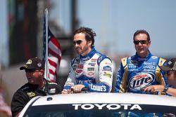 Jimmie Johnson, Hendrick Motorsports Chevrolet et Kurt Busch, Penske Racing Dodge