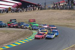 Start: Kasey Kahne, Richard Petty Motorsports Ford et Jimmie Johnson, Hendrick Motorsports Chevrolet