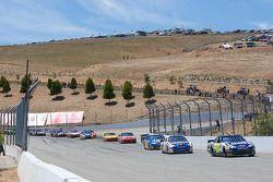 Restart: Jimmie Johnson, Hendrick Motorsports Chevrolet devant le peloton