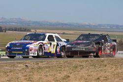 Marcos Ambrose, JTG Daugherty Racing Toyota et Brad Keselowski, Penske Racing Dodge